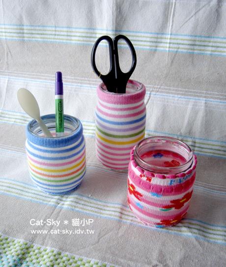 穿上花襪子的玻璃罐,變成美麗的筆筒,花瓶和蠋台.