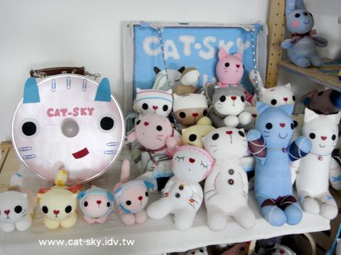 小P工作室一角都是貓娃娃