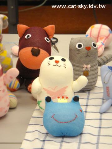 可愛的青蛙  貓咪 和狗狗娃娃 !