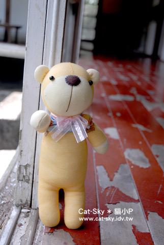 *小熊娃在太子賓館 地板一角  (貓小P的襪子娃娃)