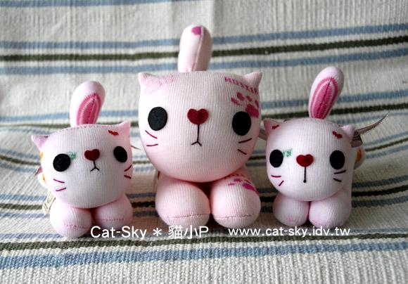 粉紅貓咪趴趴貓母女檔-趴趴貓和小趴貓的大小差很多吧!
