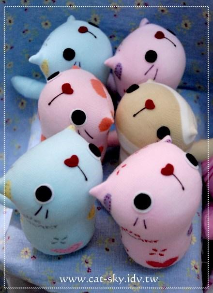襪子娃娃 -呆呆貓 無辜貓系列 - 是粉粉色的情侶貓喔!