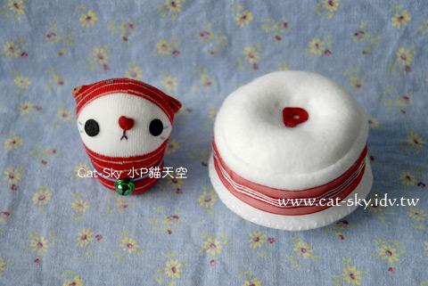 小草莓和白色沙發