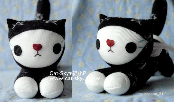 趴趴貓-黑白貓  穿白襪子的黑貓