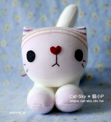 趴趴貓-粉紅臉的小白貓