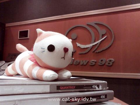 小P 帶 圓圓貓娃娃去上阿貓阿狗逛大街 廣播節目喔!