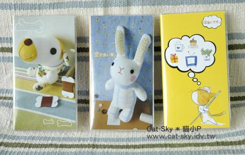 一共出了三款封面: 襪娃娃-Dog, 襪娃娃-Bunny and 貓咪插畫 -圓圓愛畫畫