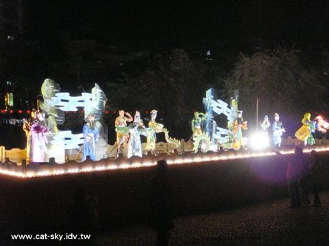 公園裡到處都有人形花燈